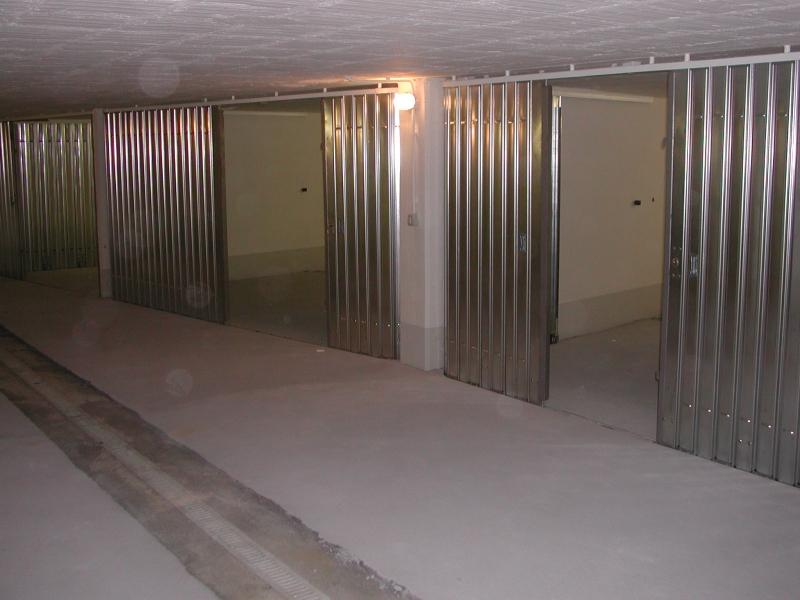 Serrande scorrevoli verticali spagnoli serrande firenze for Serrande avvolgibili per garage prezzi